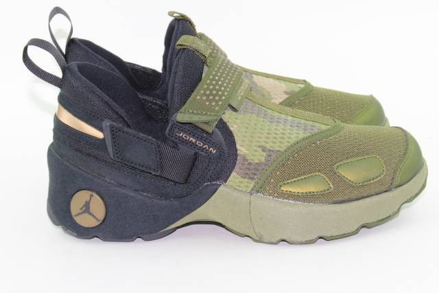 JORDAN TRUNNER LX PR HC  CAMO  YOUTH SIZE 6.5 SAME AS WOMAN 8.0 NEW LEGION GREEN
