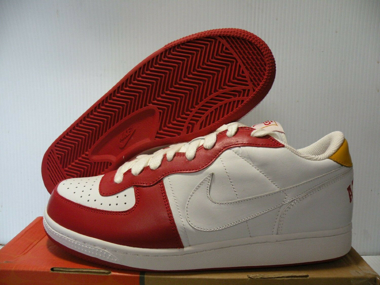 NIKE ZOOM TERMINATOR LOW SNEAKERS MEN SHOES WHITE RED 10208-111 SIZE 10.5 NEW