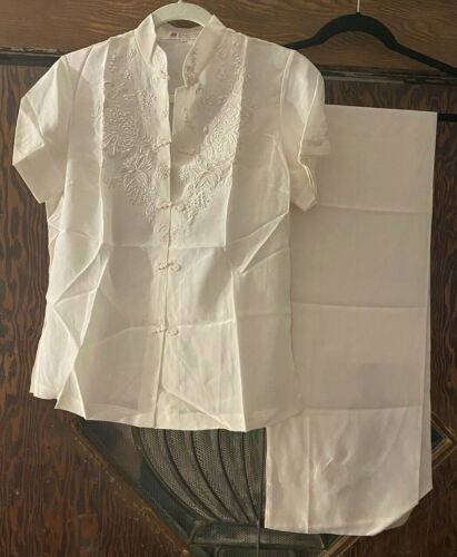 Vintage 1970s Cream Colored Embroidered Chinese Si