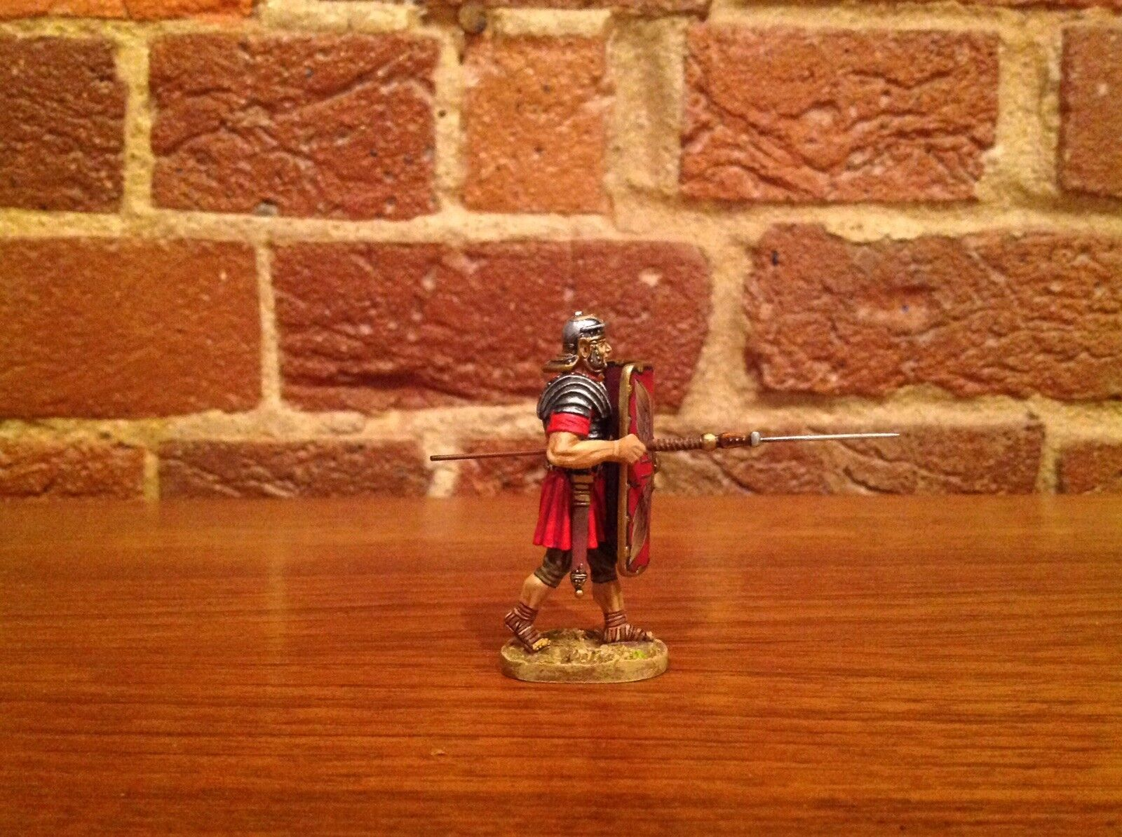 Thomas Gunn ROM001A Imperial Roman Advancing With Pilum MIB
