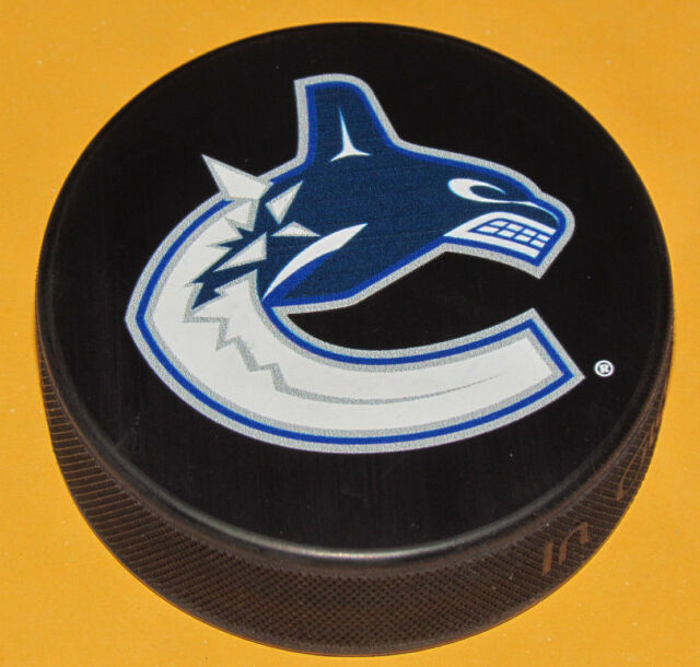 VANCOUVER CANUCKS Basic Team Logo Model SOUVENIR PUCK NEW In Glas Co.