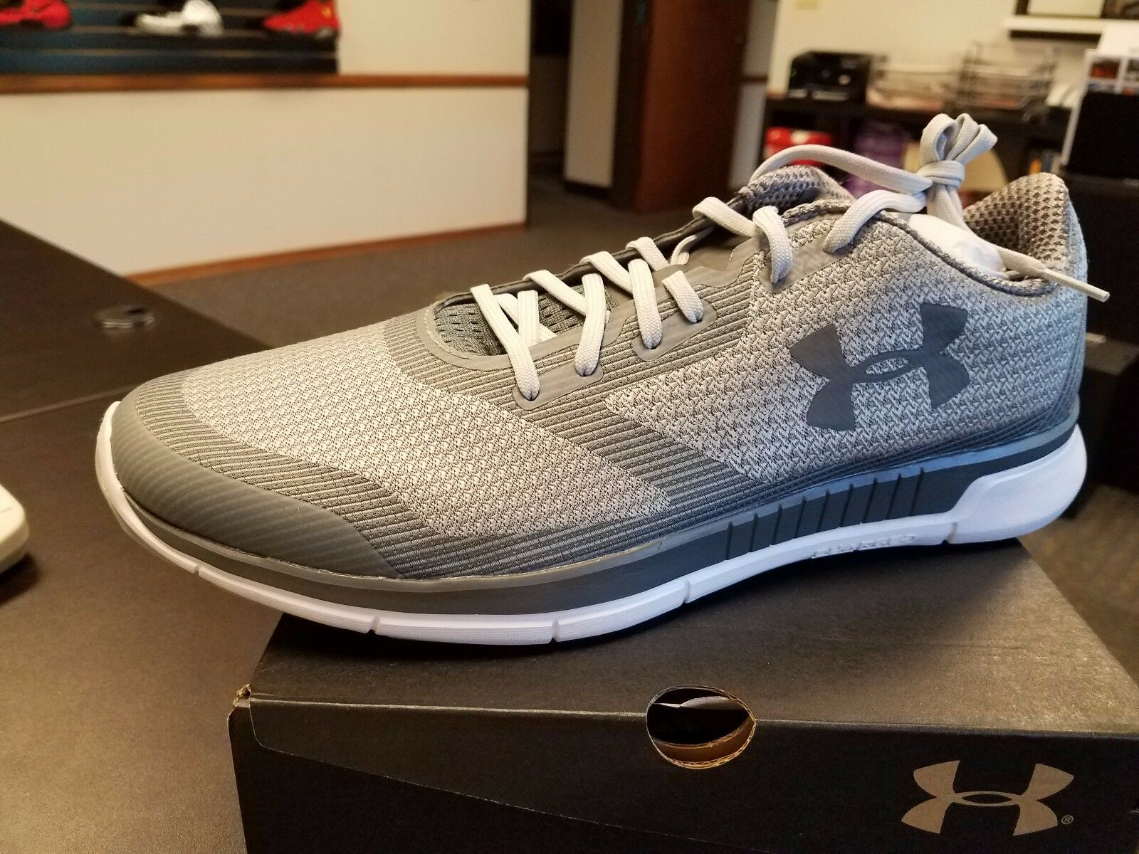 Brand New Under Armour Mens UA CHARGED LIGHTNING Running Shoes 1285681-031 GREY