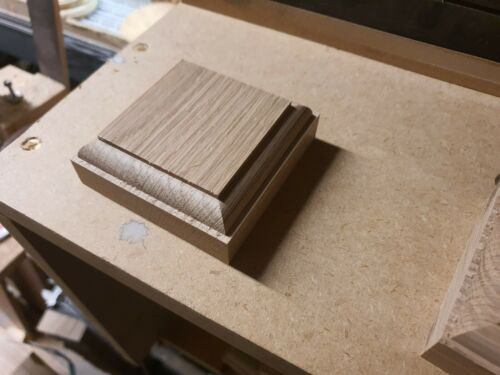 PLINTH,CORNER,Rose Mount 28mm thickness Oak 80 X 80x28MM