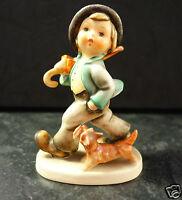 Hummel 5 Junge mit Schirm und Hund Wanderbub Hummelfigur Göbel Porzellan-Figur