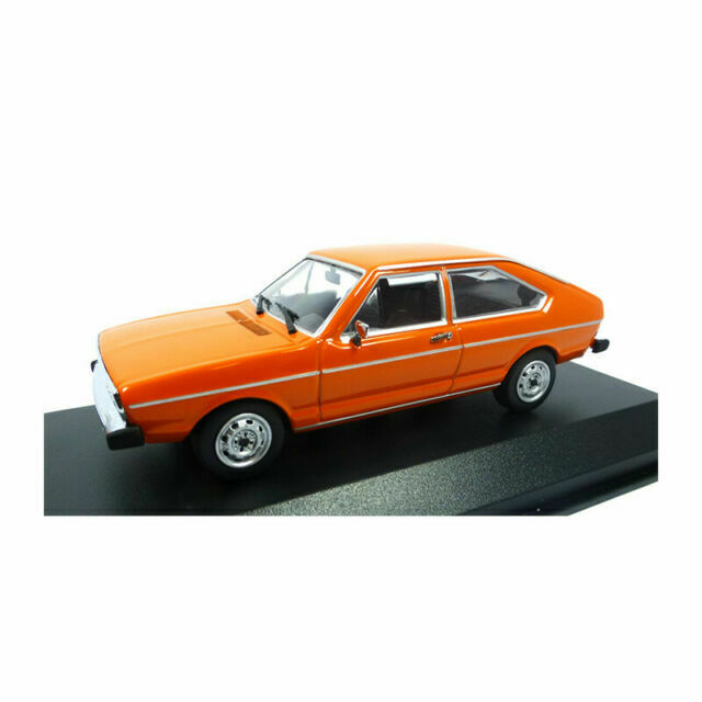 orange Minichamps 1:43 VW Passat 1975