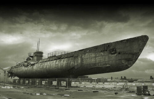 A3 Poster Picture Print Art Navy Army Vintage Warn Out Beat Up Old Submarine