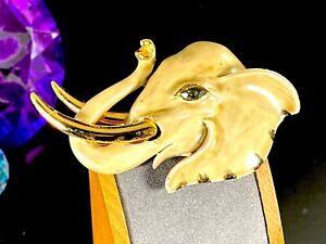 STRIKING-SIGNED-VENDOME-GOLD-TONE-TAN-ENAMEL-RHINESTONE-ELEPHANT-HEAD-BROOCH