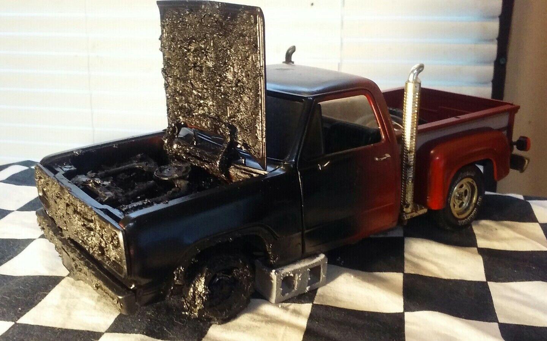1 18 Scale Diecast ERTL 1978 Dodge Lil rosso Express  Fire Damage Barn Find