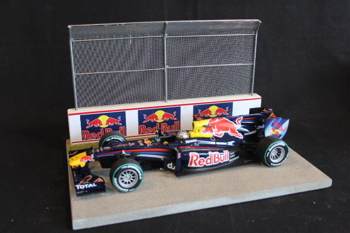 venta directa de fábrica QSP Diorama 1 18 Estrellating grid with with with wall and high fence (rojo Bull)  toma