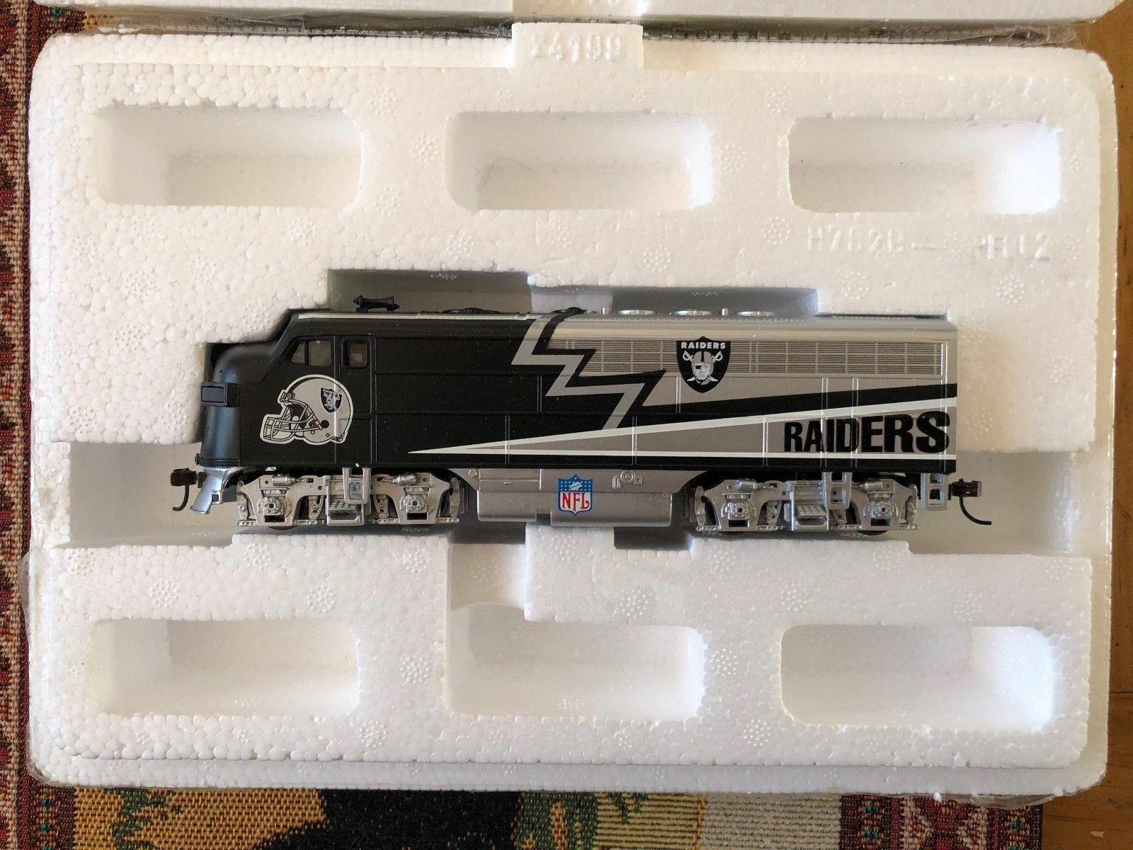 Hawthorne Village 11pc Oakland Raiders Complete Train Set