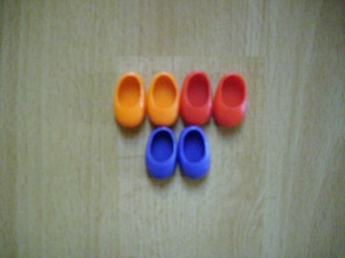 3 Paar Puppenschuhe aus Weichplastik
