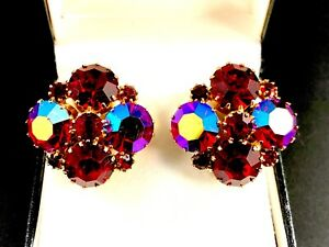 STUNNING-SIGNED-WEISS-GOLD-TONE-RUBY-RED-RHINESTONE-CLUSTER-CLIP-EARRINGS