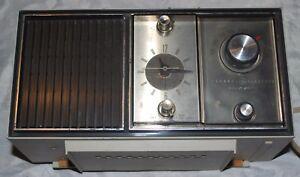 Retro-General-Electric-Solid-State-AM-Radio-Alarm-Clock-Model-c2423B-c2420B
