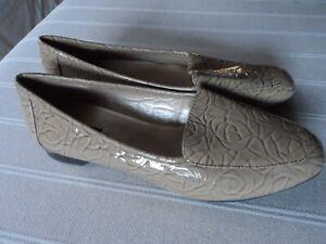 Diligent Fab Nouveau Haut Beige Cuir Verni Alex Marie Plat Chaussures Uk 5 Usa 7.5-afficher Le Titre D'origine Pour RéDuire Le Poids Corporel Et Prolonger La Vie