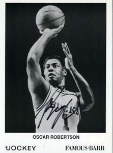 Oscar-Robertson-Psa-Dna-Coa-Autographed-6x9-Photo-Hand-Signed-Authentic