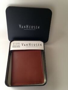 VAN-HEUSEN-PASSCASE-Light-Brown-Leather-Mens-Wallet-Bifold-in-Tin-NEW-NWT