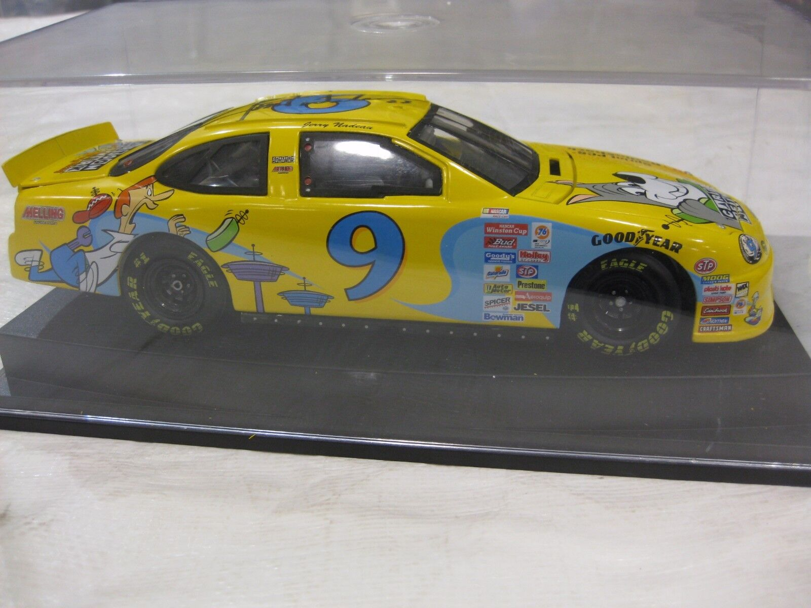 NASCAR  9 Jerry Nadeau signé Cartoon Network Taurus 1 24 Scale Diecast REVELL