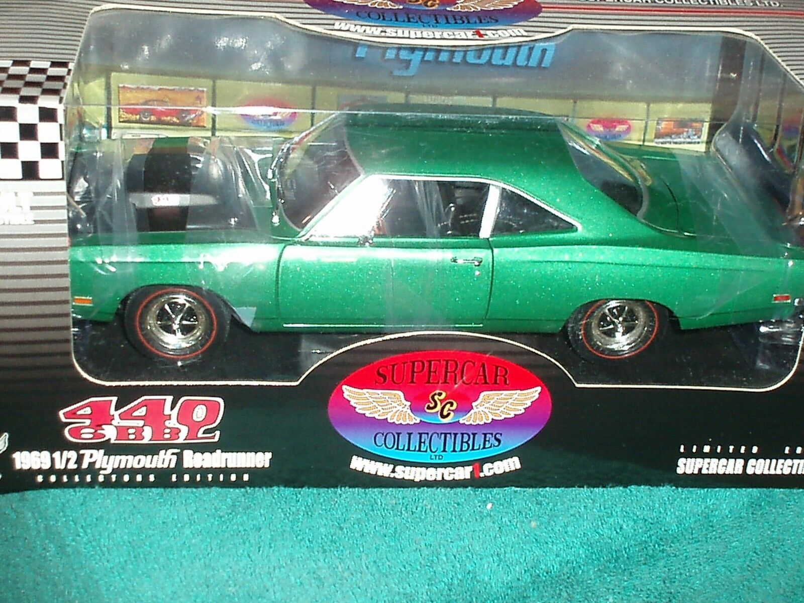 ERTL SUPERCAR COLLECTIBLES 1969 1 2 440 6 PLYMOUTH ROAD RUNNER MET GREEN 1 18