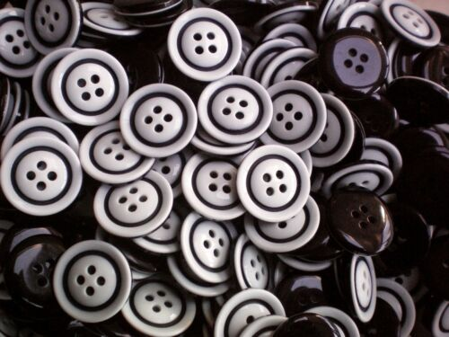 25mm 20mm Black /& White Pattern 4 Hole Coat Craft Sewing Buttons W379-W380