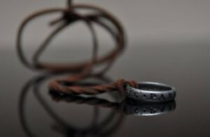 Details About Uncharted 3 Nathan Drake S Ring With Necklace Strap From Collector S Edition