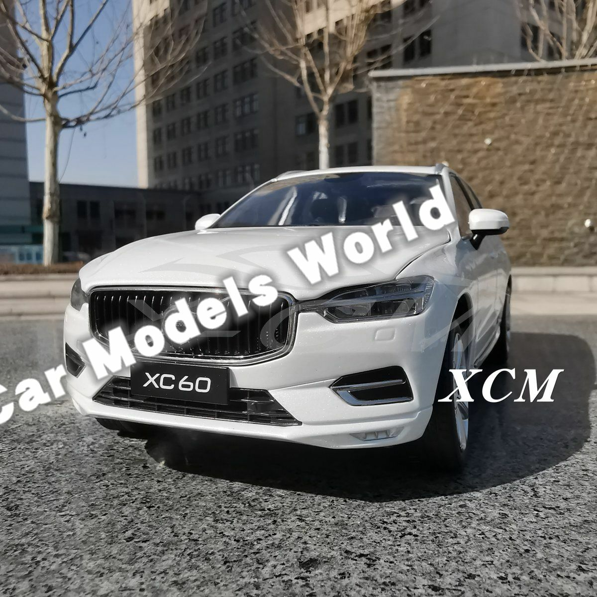 Bilmodellllerl för XC60 Deluxe Edition 1 18 (vit) SMALL GIFT Herregud
