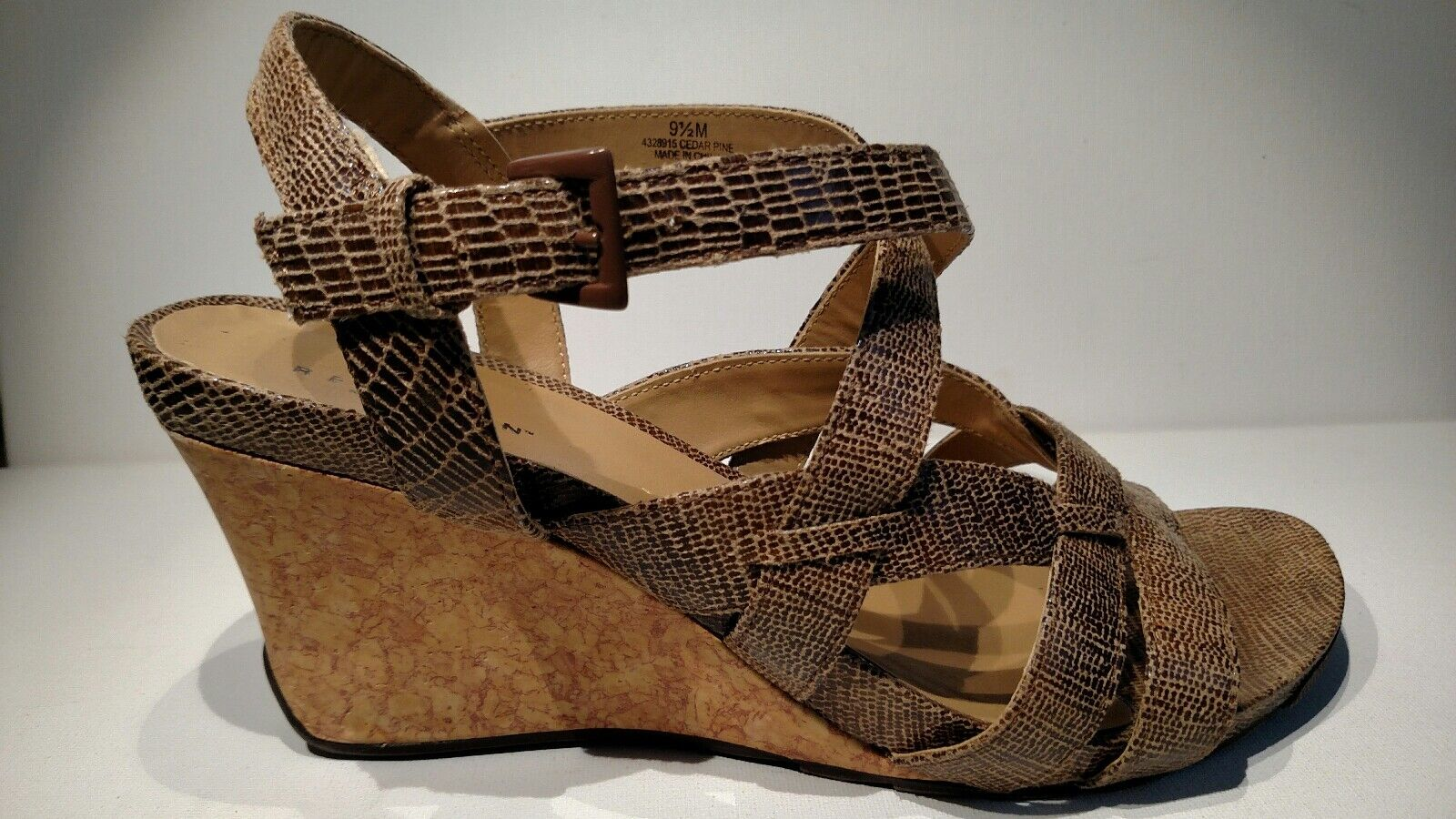 KENNETH COLE Reaction Sz9.5 3.5 brown sandal wedge buckle straps 3.5 Sz9.5 tall b9fa7a