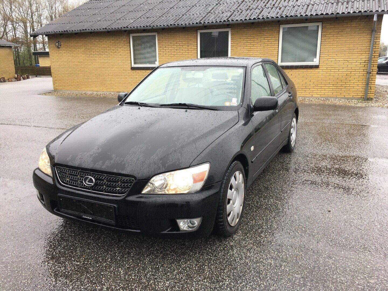 Lexus IS200 2,0  4d