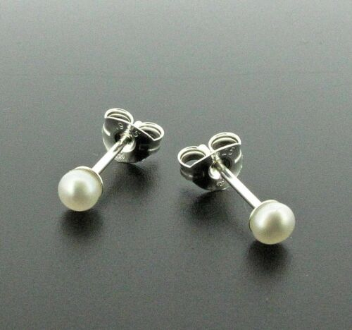 Silver stud earrings with 3 mm white pearls