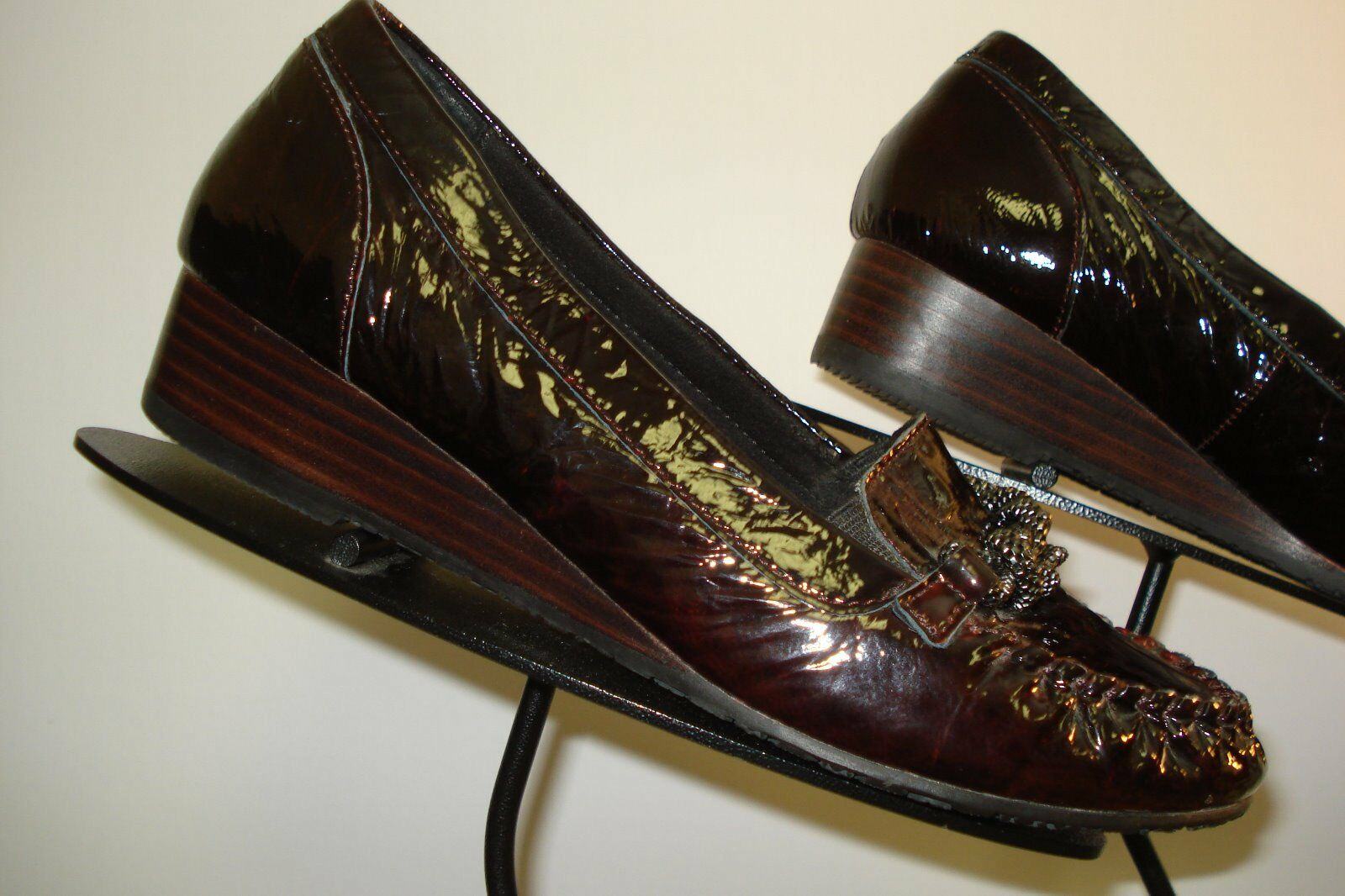 Women's TAOS Burgundy Patent Leather Loafer Size 7 MINT
