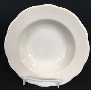 Buffalo-China-Scalloped-Rimmed-10-Oz-Soup-Bowl-8-Vintage-Restaurant-Ware-USA