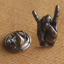 Rock Hand Pommesgabel  Mano Cornuto silberfarben Pin Button Anstecker 18 mm