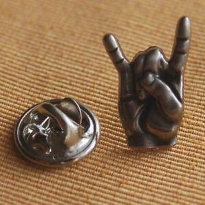 Rock-Hand-Pommesgabel-Mano-Cornuto-silberfarben-Pin-Button-Anstecker-18-mm
