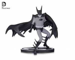 BATMAN-Black-amp-White-Statua-di-Batman-da-Tony-MILLIONAIRE-UK-Venditore
