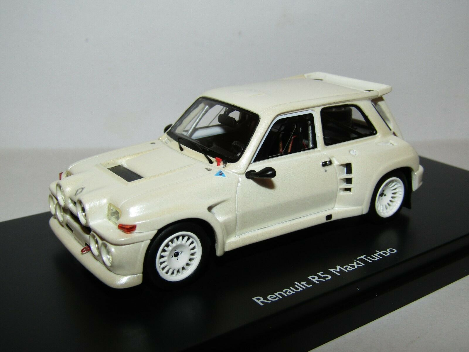 SCHUCO SCHUCO SCHUCO RESIN RENAULT R5 MAXI TURBO PEARL WHITE 1 43 LIMITED EDITION OF 500 408586