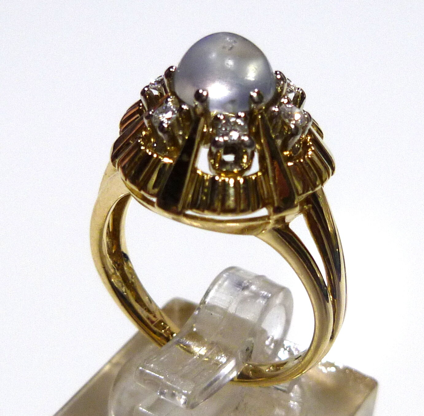 Moonstone Rings in 585 14k 53 (0 21 32in Ø) Yellow gold 6 Diamonds ca. 0.14 ct