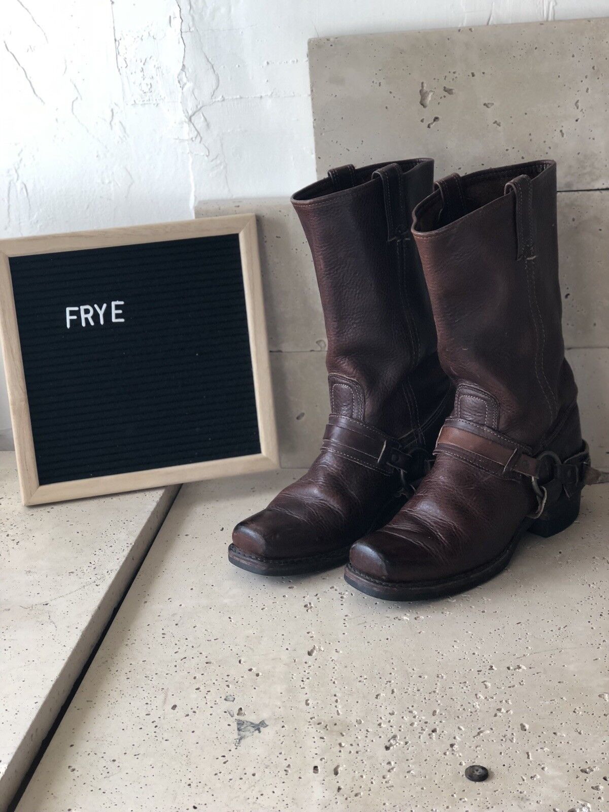 9   FRYE     Harness Motorcycle bottes Square Toe   marron Distressed Leather 9df94b