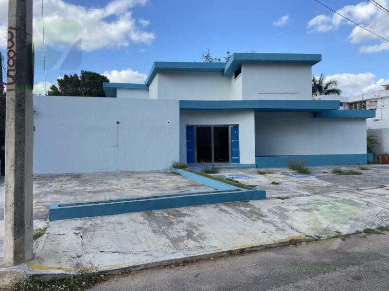 Casa o Edificio Comercial ideal para oficinas en Colonia México a una cuadra de Paseo Montejo