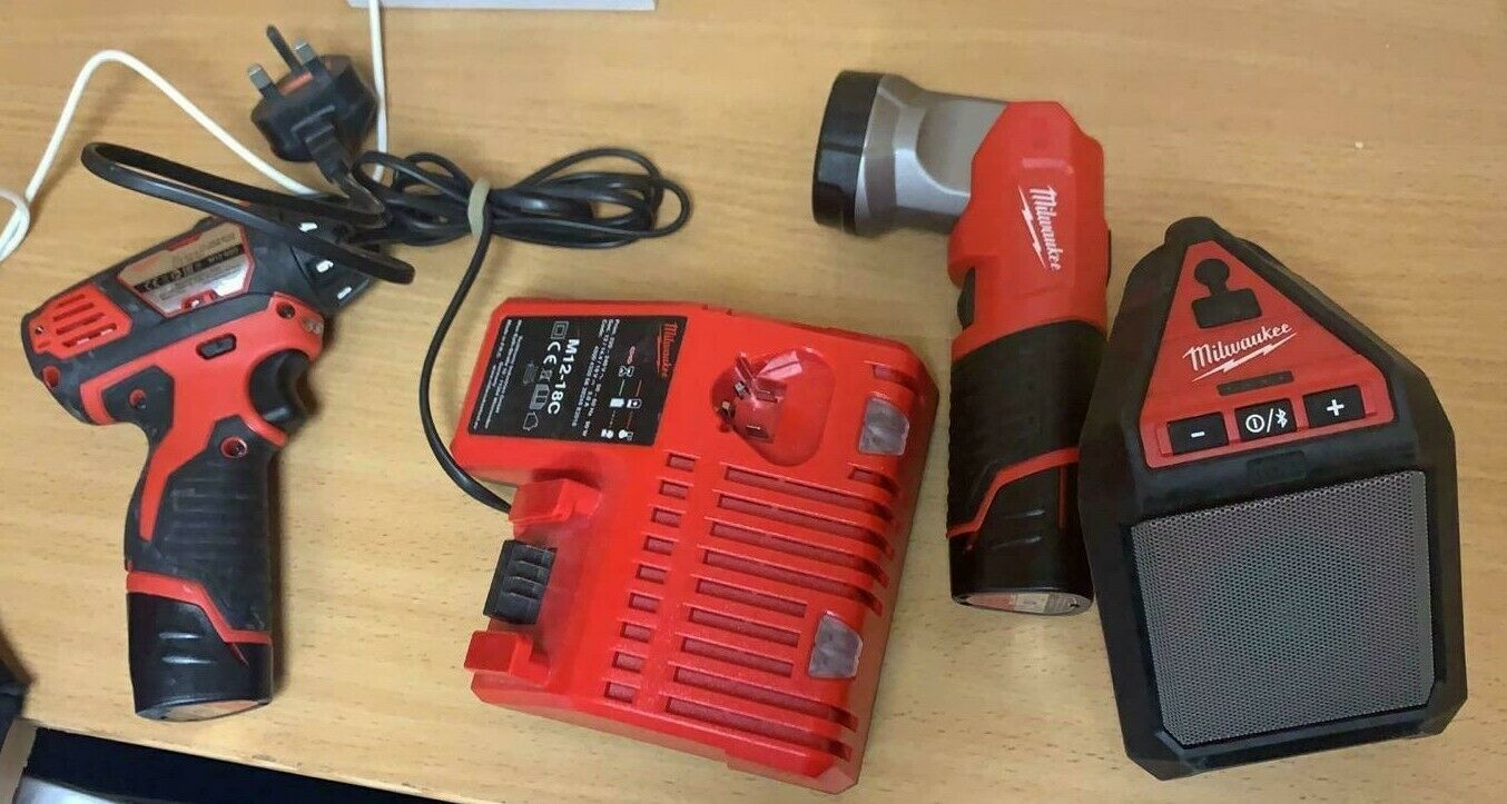 MILWAUKEE M12 BSD  M12 JSSP Jobsite Blautooth Speaker M12T LED LED 2x Batteries