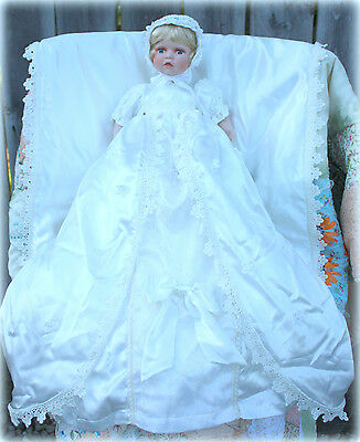 *NEW* SHOWSTOPPERS BEAUTIFUL WHITE CHRISTENING PORCELAIN BABY W/ BLANKET RETIRED