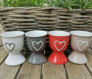 4-x-Eierbecher-mit-Herz-Keramik-Landhaus-Beige-Weiss-Grau-Rot-Herzchen-Liebe