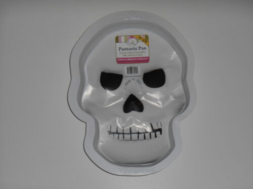 New CK PRODUCTS Skull Halloween Stone Cold Pantastic Plastic Party Cake Pan Mold