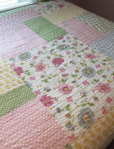 Pottery Barn Lily Quilt Amazing Condition Queen Full