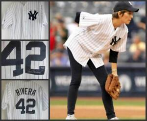 NY Yankees Mariano Rivera  #42 Shirt Lucie Arnaz Signed,Video Baseball Love Lucy