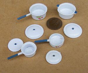 1:12 Jeu De 4 Métal Blanc Casseroles Maison Poupées Accessoire Cuisine Miniature Une Grande VariéTé De ModèLes