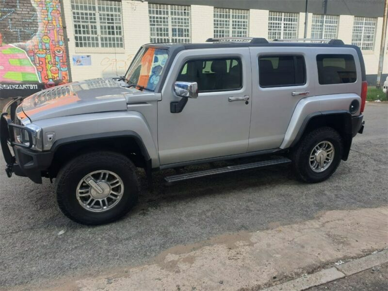 Silver  Hummer H3 5.3 V8 Adventure AT 4WD with 180000km available now!