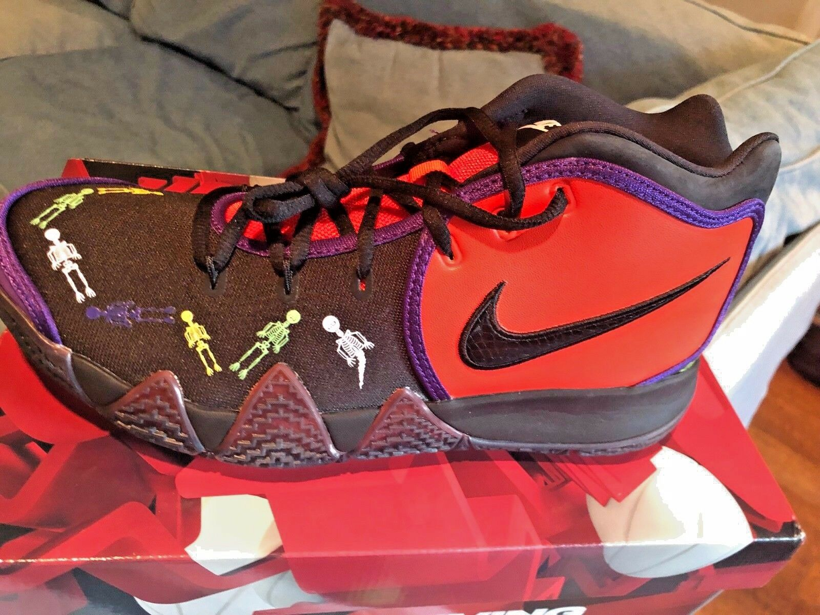 NIKE KYRIE 4 DOTD TV PE 1 BASKETBALL SHOES,NIB,DS,SZ. 10.5,NIKEC10278-800
