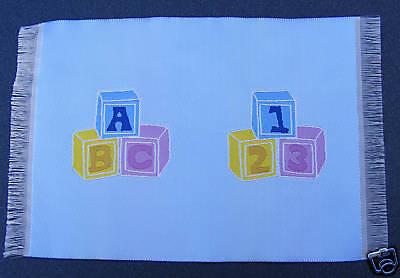 Cosciente 1:12 Scala Blu Tessuto Cameretta Alfabeto Blocco Tappeto Tumdee Casa Bambole