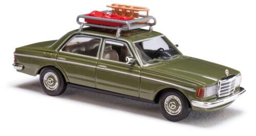 : MB W123 Limousine met dakdrager sledes Busch 46865 HO 1//87e