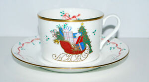 Mikasa-CHRISTMAS-CHEER-Sleigh-Presents-Ribbon-Holly-Oversize-Cup-and-Saucer-New