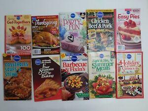 Vtg Pillsbury Cookbooks Recipe Magazine Holiday Desserts Soups Chicken